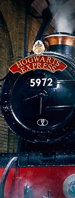 hogwarts express at the the harry potter warner bros studio tour